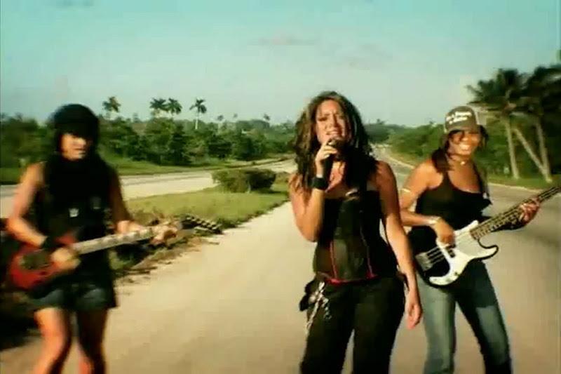 Celine - ¨No necesito de Ti¨ - Videoclip - Dirección: Joel Guilian. Portal Del Vídeo Clip Cubano - 09