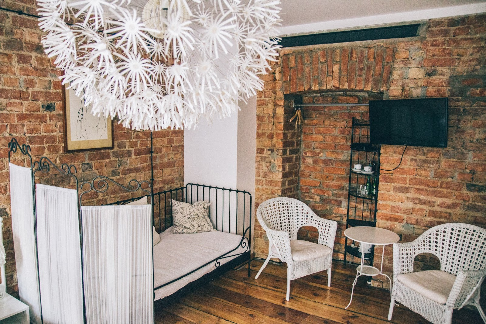 STAYING AT THE CUTEST BOUTIQUE HOTEL IN WARSAW: STALOWA 52 ARTHOTEL