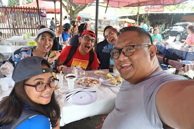 Cebu Content Creators having lunch by the beach in Talisay City