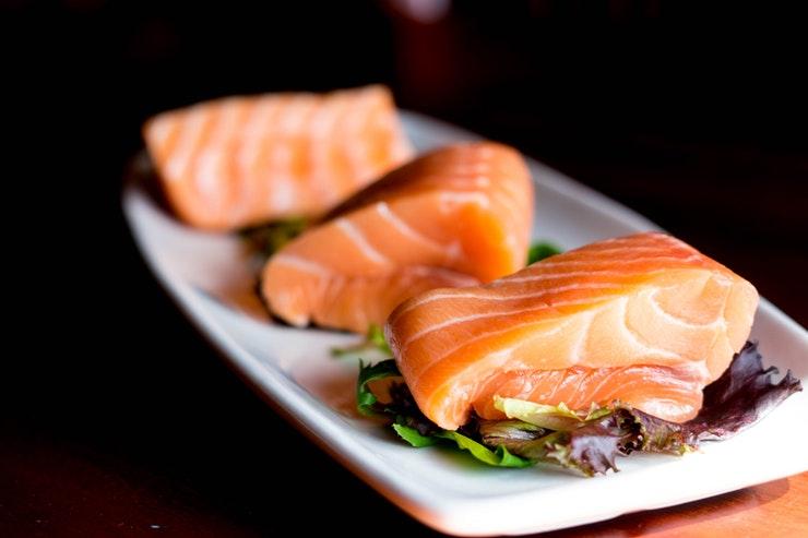 ماذا يحدث لك إذا أكلت السمك كل يوم