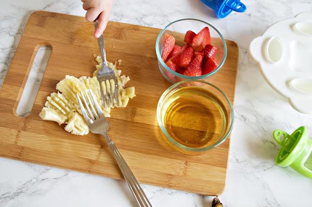 healthy homemade strawberry banana popsicles