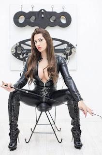 http://www.bizarr-erotik-studio.com/TS%20Sulina.html