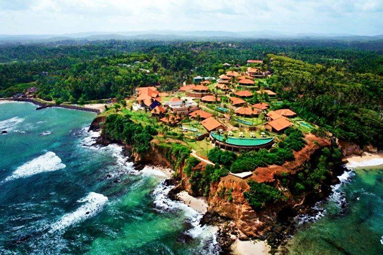 Sri Lanka en çok resmi tatil veren ülkedir, başkenti ve tatil günlerinde çok sesiz olur.