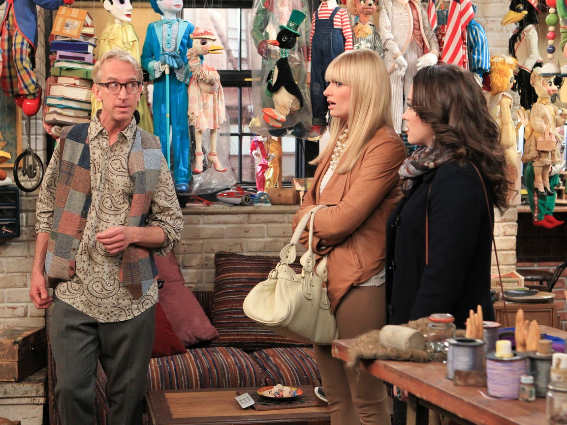 2 Broke Girls - Season 2 Episode 17: And the Broken Hip