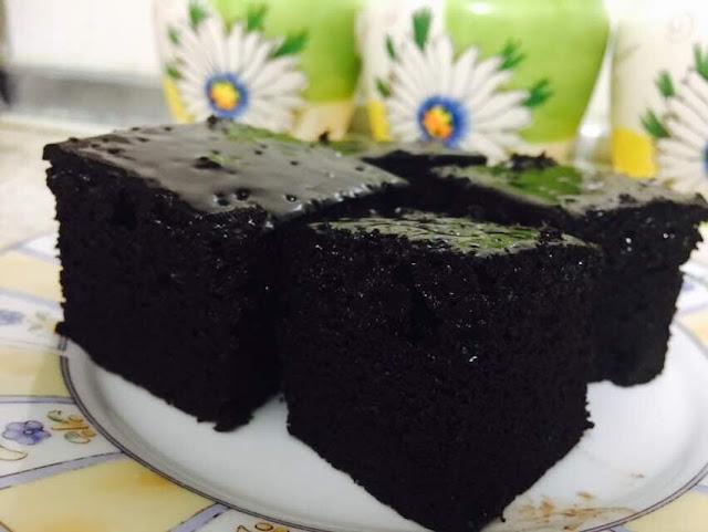 gambar kek coklat dengan ganache dan topping