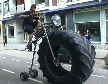 lejaun se blog funny vloeraf bicycle with a monster truck wheel. Black Bedroom Furniture Sets. Home Design Ideas
