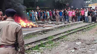 sporadic-clashes-between-pro-gorkhaland-supporters-and-policemen-leave-26-injured