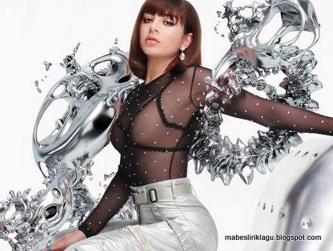 Charli XCX - 5 In The Morning