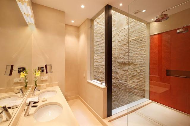 Hotel Corral del Rey in Sevilla - Deluxe Room Bathroom