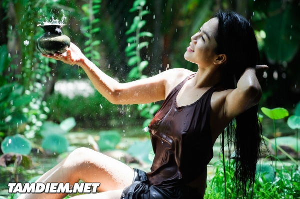 Hot girls Vietnamese girl shower under raining 7