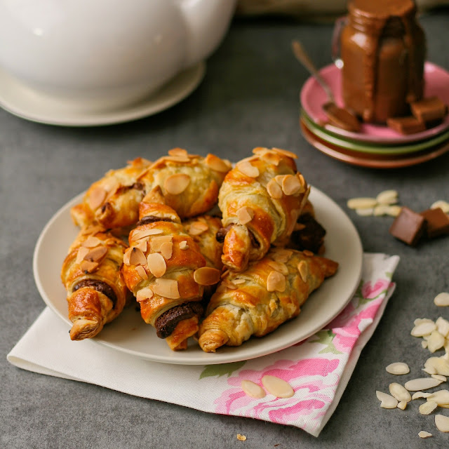 Mini croissants with chocolate and almonds.