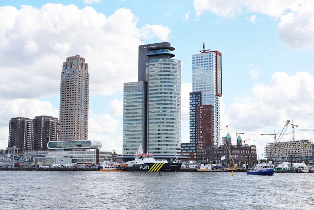 Rotterdam skyline zuid marine police boat