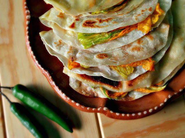 Como hacer quesadillas de flor de calabaza - lacocinadeleslie.com