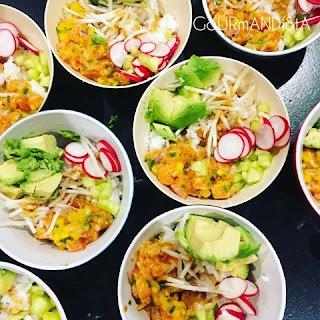 image Poke bowl tartare de saumon à la mangue et tahin