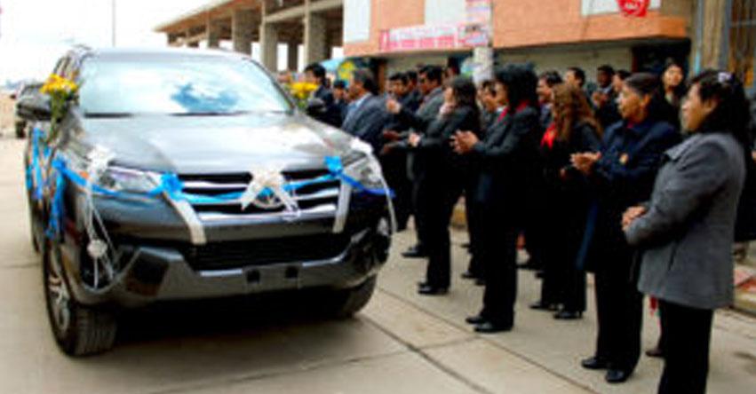 UGEL Puno adquiere moderna camioneta para dinamizar trabajo de especialistas