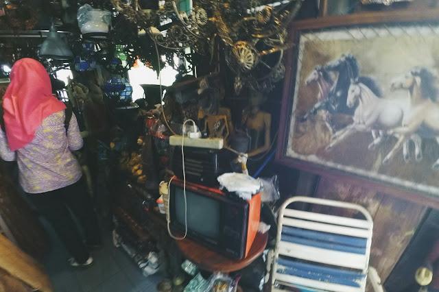 Spot foto keren di pasar Triwindu kota Solo