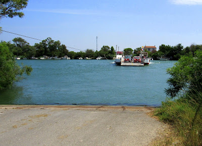 Transbordador cruzando el Ródano. La Camarga