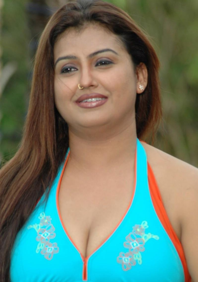 Kamapisachi actress videos