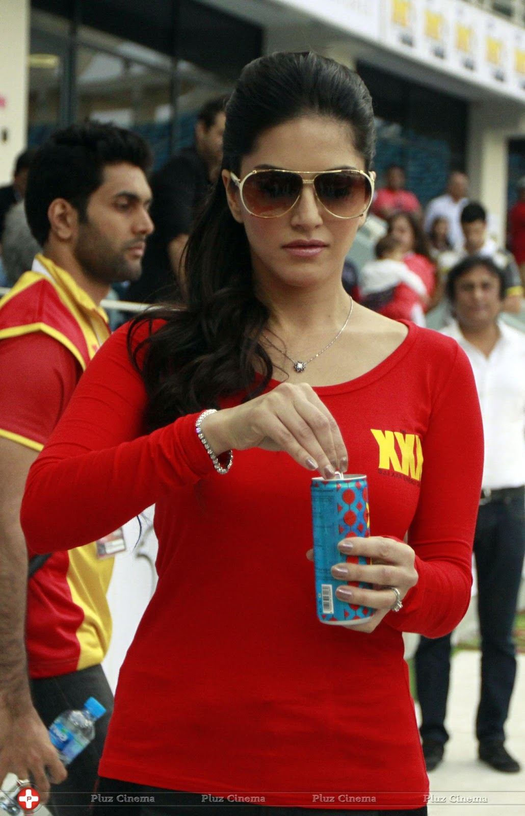Sexy240 Hot And Sexy Sunny Leone Photos In Red T Shirt -2370