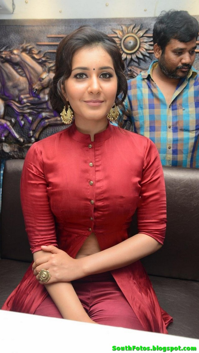 Rashi Khanna HD Photo Gallery