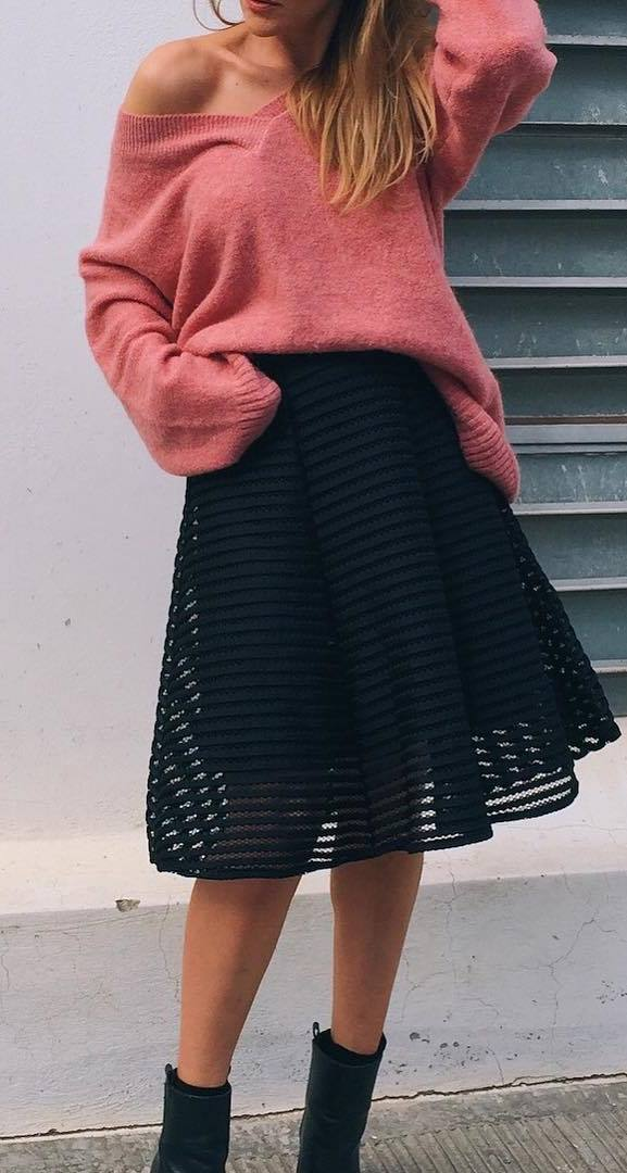 amazing fall outfit / cozy sweater + black skirt + boots