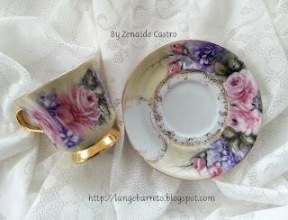 Xícara de porcelana pintada a mão