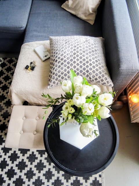 Ikea Friheten vuodesohva | Anno sivupöytä | Anno pellavahuopa | Hemtex sisustustyyny