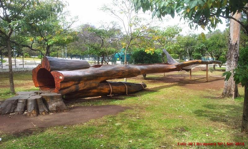 Escultura com árvore