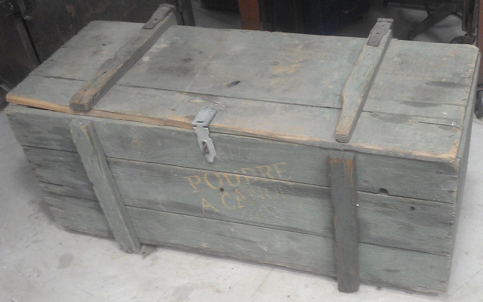 Ancienne malle caisse a munition poudre a canon en bois militaire pirate - Caisse en bois ancienne ...