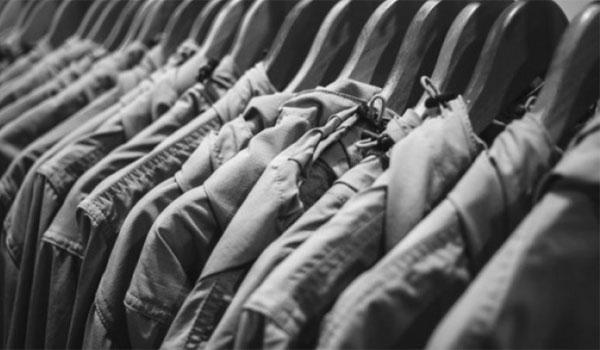 Τι να προσέχετε με τη ναφθαλίνη όταν κατεβάσετε τα χειμωνιάτικα ρούχα