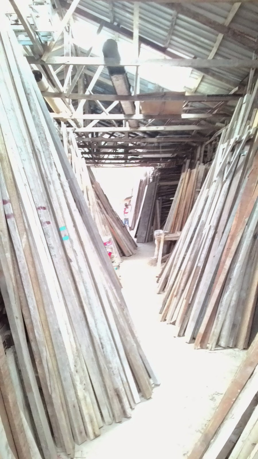 Serbuan Seterusnya Ke Kedai Kayu Terpakai Cadang Nak Cari Untuk Wat Deck Kat Ladang Aku Tu Kononlah Tapi Tujuan Utama Eln Rumput Liar