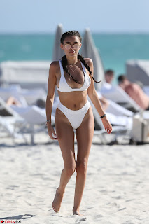 Madison  Enjoying Valentines Day with Her Boy friend on Beach in White Bikini Spicy Pics (18).jpg