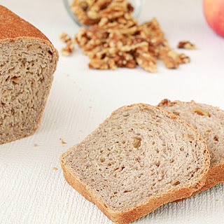 Apple walnut bread | Roxanashomebaking.com