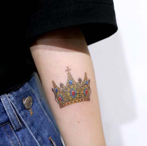realistic crown tattoo gerçekçi taç dövmesi