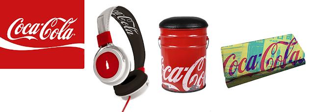 banner com produtos licenciados da Coca-Cola
