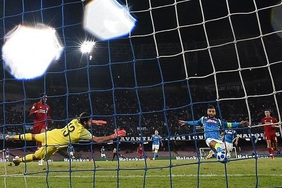 Insigne ghi bàn ở phút 90, Napoli hạ gục Liverpool.