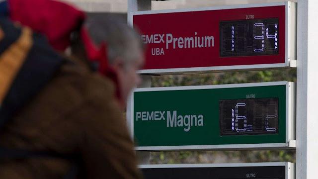 Equipo de AMLO evalúa eliminar el impuesto a gasolinas