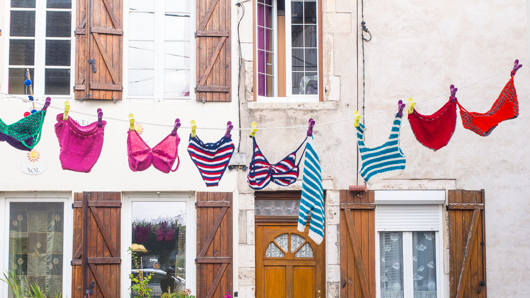 Washing, yarn bombing, France