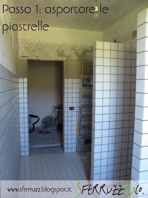 Sferruzz co t g house il bagno blu makeover parte 1 - Togliere piastrelle bagno ...