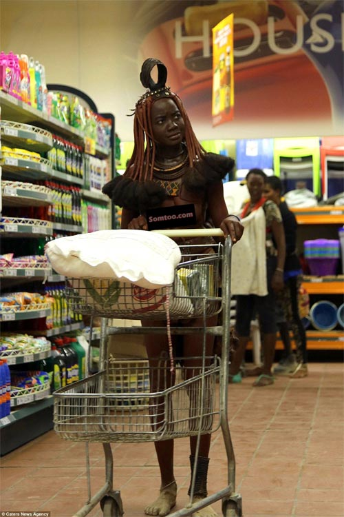 Himba woman proudly storms city supermarket in full glory of her culture
