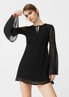 http://shop.mango.com/PL/p0/kobieta/odziez/sukienki/kombinezony-krotkie/sukienka-z-rozszerzanymi-rekawami?id=83070184_99&n=1&s=prendas.vestidos