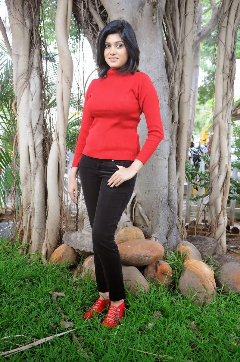 Oviya latest photos in black jeans at madha yaanai koottam movie press meet