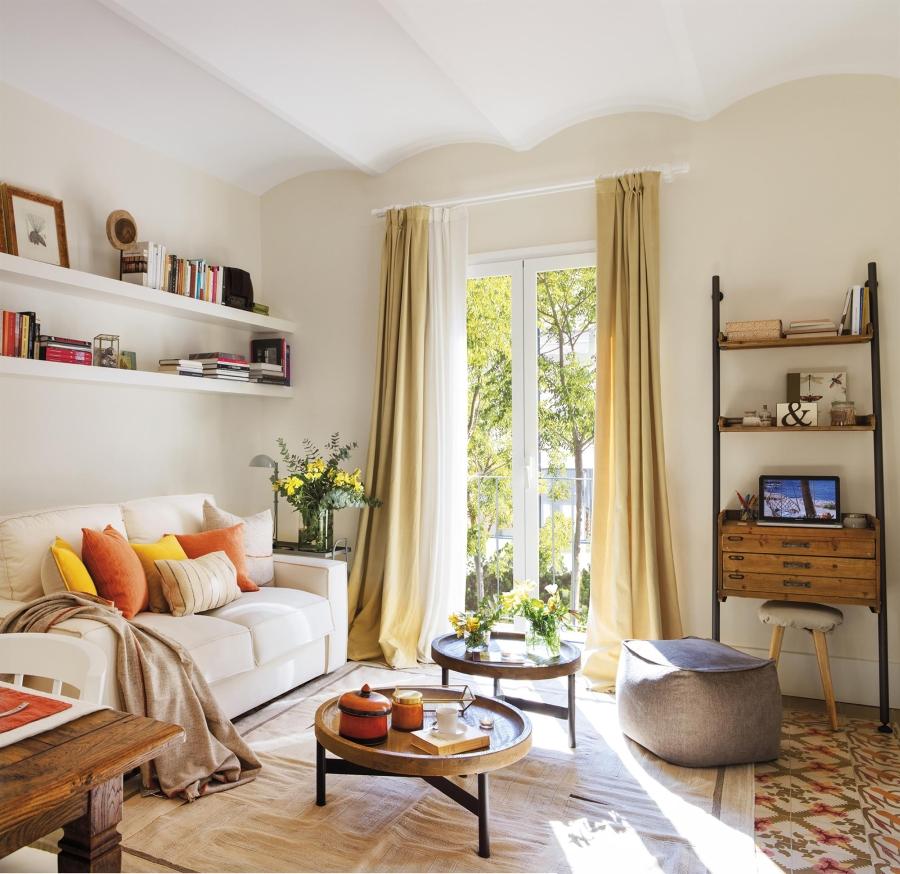 Przytulny apartament z dodatkami w stylu vintage - wystrój wnętrz, wnętrza, urządzanie mieszkania, dom, home decor, dekoracje, aranżacje, styl vintage, vintage, małe mieszkania, jasne wnętrza, drewno, salon, kanapa, living room, drewniany stolik kawowy