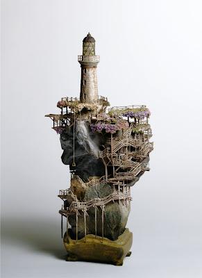 Edificio miniatura simulando Bonsais