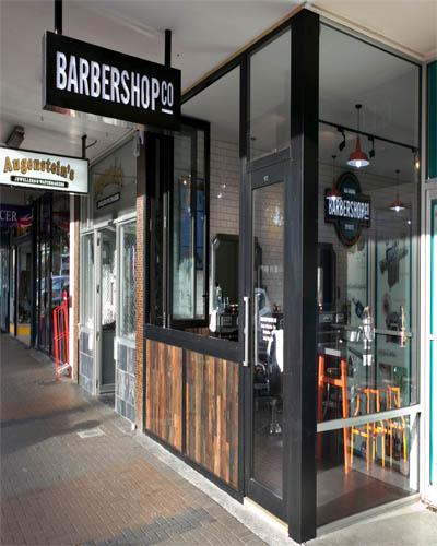 Desain Interior Barbershop Sederhana