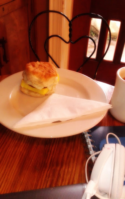 http://thelovechannelwithtyswint.blogspot.com/2015/08/rembrandts-chattanoogas-best-coffee.html