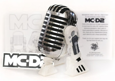 MC-D2 Star Wars Droid Vinyl Figure by Roman Cortez