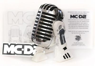 MC-D2 Star Wars Droid Vinyl Figure by Roman Cortez