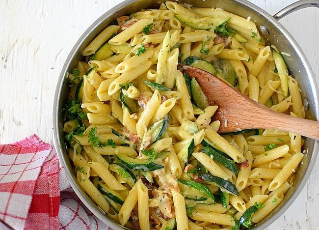 Penne zucchini a la carbonara, cremosa y con sabor intenso