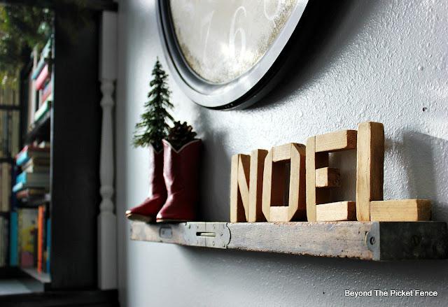shelf, Christmas decor, noel sign, old level, cowboy boots,https://goo.gl/xpejCP